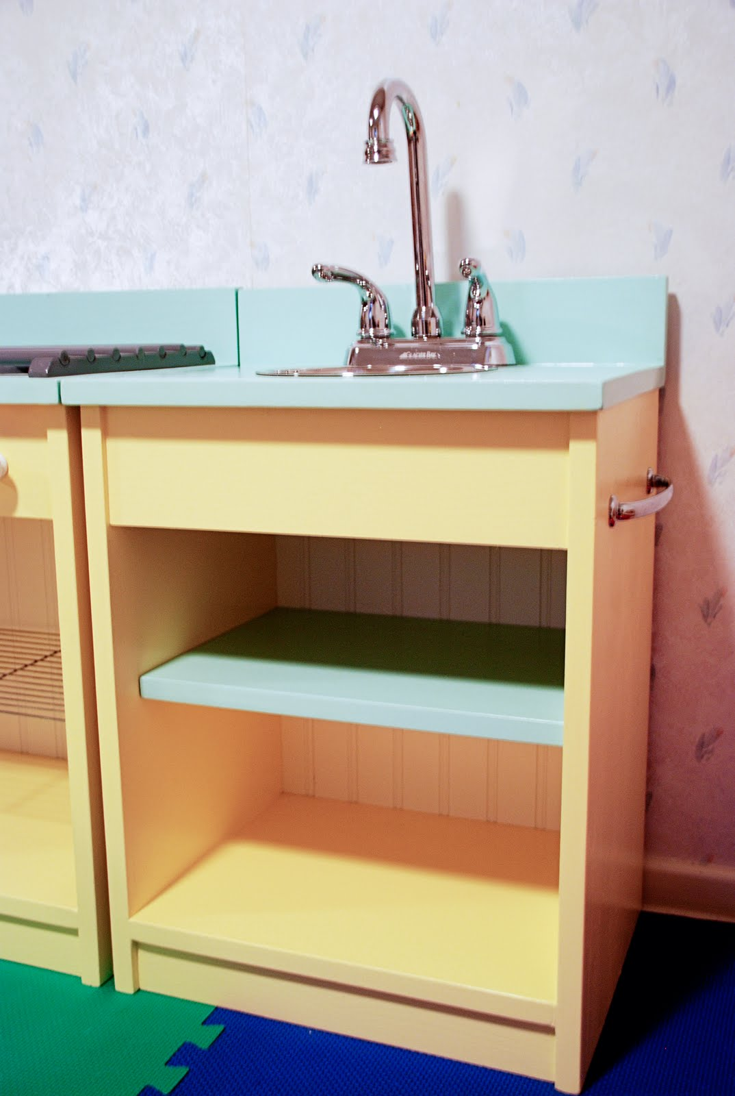 diy wooden play kitchen, play kitchen stove, play kitchen sink, homemade play kitchen, diy toy kitchen