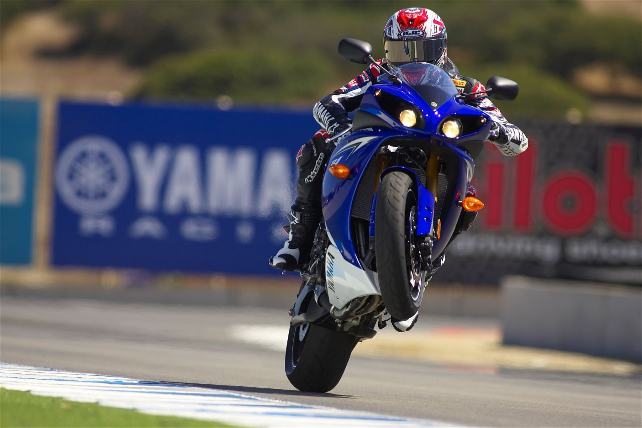2010 Yamaha YZF R1 Best Action