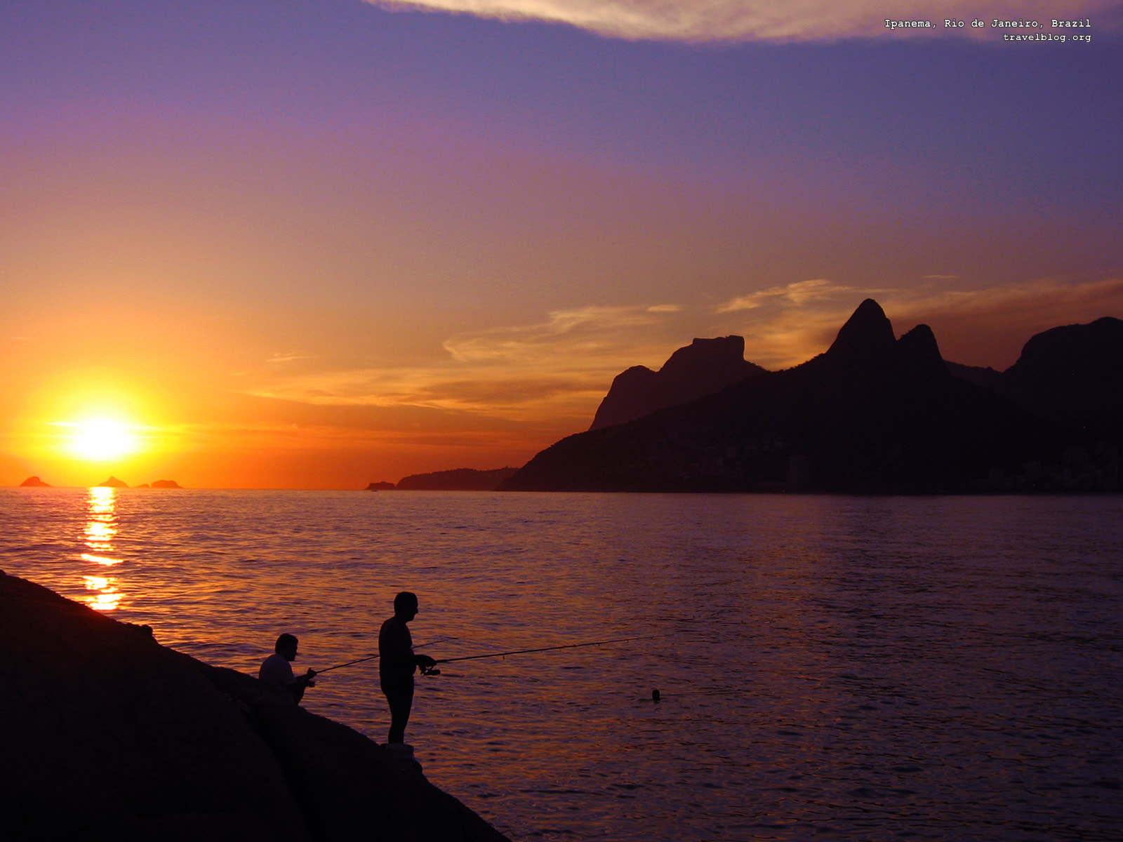 https://4.bp.blogspot.com/_4krEhApfbkY/TGPx9paAGPI/AAAAAAAAADI/TdD7WxffA1s/s1600/sunset_wallpaper_brazil-1600x1200.jpg