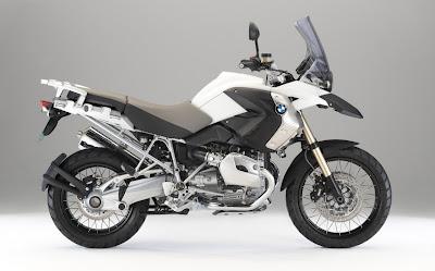 2b1408693be A BMW anunciou que fará recall de 122 mil motos em todo mundo devido ao  risco de vazamento lento e gradativo de fluído dos dutos, o que pode  provocar a ...