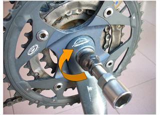 tighten crank extractor to crankarm