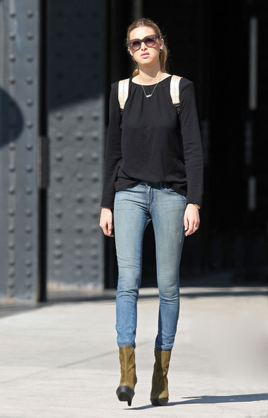 FASHION CIRCUS: Whitney Port in College style