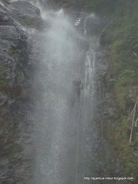 Bajando la cascada de 65 m en los Azules - Tequila