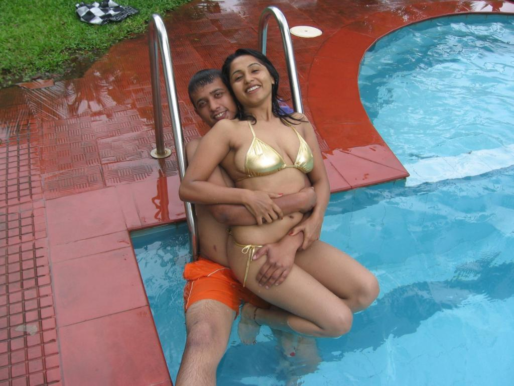 Nude aunty on swimming pool can not