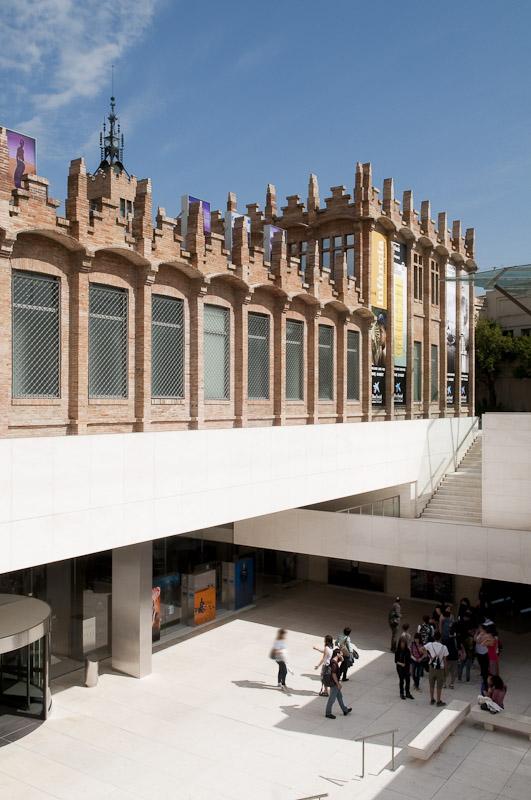 Caixa forum guida di barcellona - Caixa d estalvis i pensions de barcelona oficinas ...