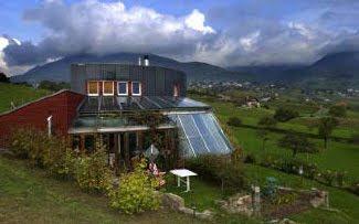 habitation autonome maison ecologique des guisan suisse. Black Bedroom Furniture Sets. Home Design Ideas