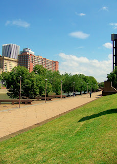 Re-Enliven Downtown Rochester: Gauging the Genesee Crossroads Park 1