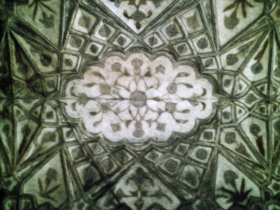 ceiling design at agra fort