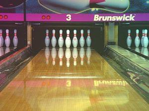 d6ea61b01 O bowling (português europeu) ou boliche (português brasileiro) (por vezes  grafado bólingue em Portugal) é um esporte cujo objetivo é