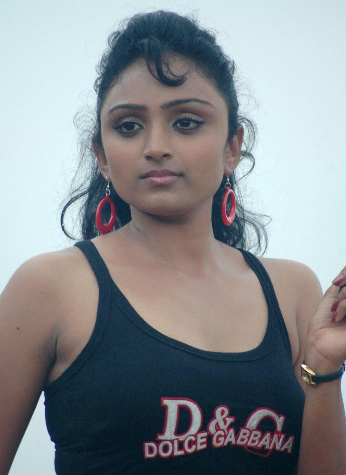 Waheeda Spicy Hot In White Shorts In Thakita Thakita Pics -3686