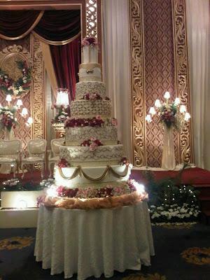 [Image: AB+Wedd+Cake+7+tiers+1.jpg]