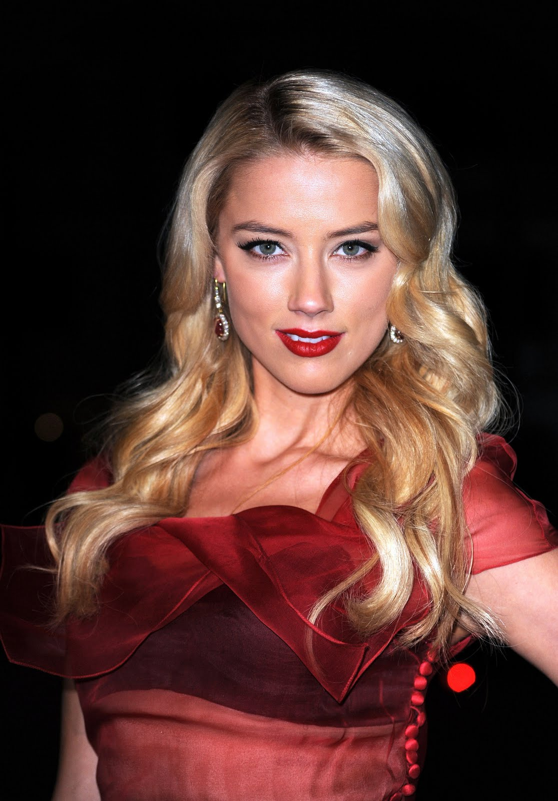 Amber Heard Is The Most Scientifically Beautiful Woman: Wallpaper World: Amber Heard Beautiful Photo By The Art Of