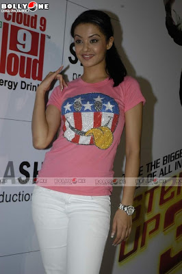 surveen chawla in the 3-d promotional event
