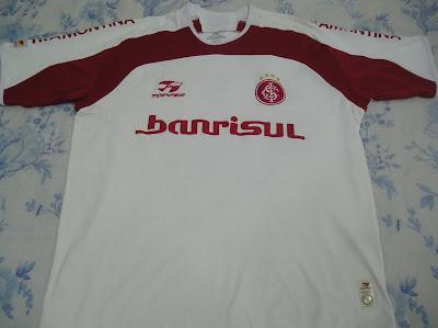 3bf6247ffc Coleção de Camisas do Internacional  TOPPER - 2005. BRANCA