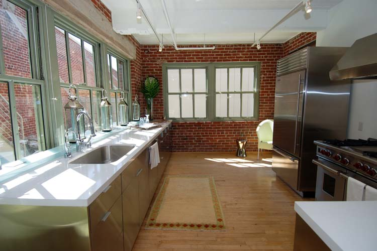 EXPOSED BRICK & STAINLESS STEEL - BLENDING OLD AND NEW IN ...