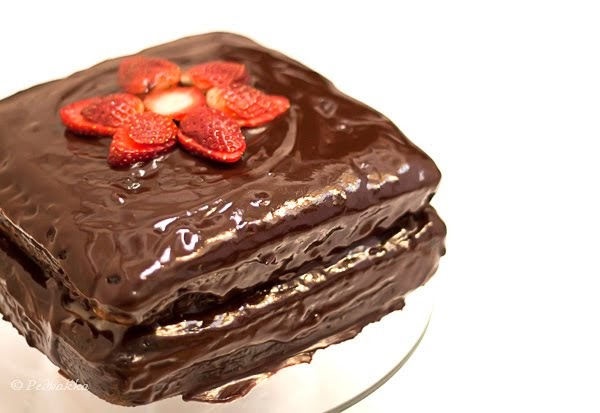 chocolate cake with strawberry filling recipes by pedhakka chocolate cake with strawberry filling 2840
