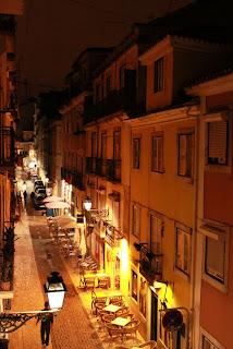 Bairro Alto à noite, em Lisboa