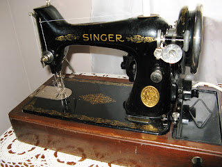 The Napping Quilter Old Singer Sewing Machine