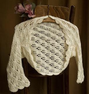 Модное вязаное болеро спицами с ажурными планками полочек вяжется...