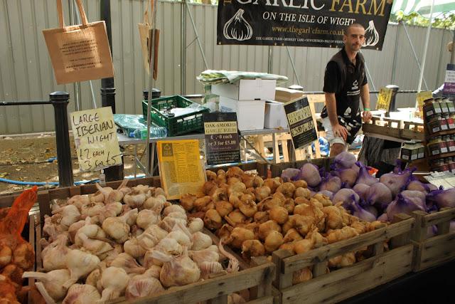 garlic farm stall