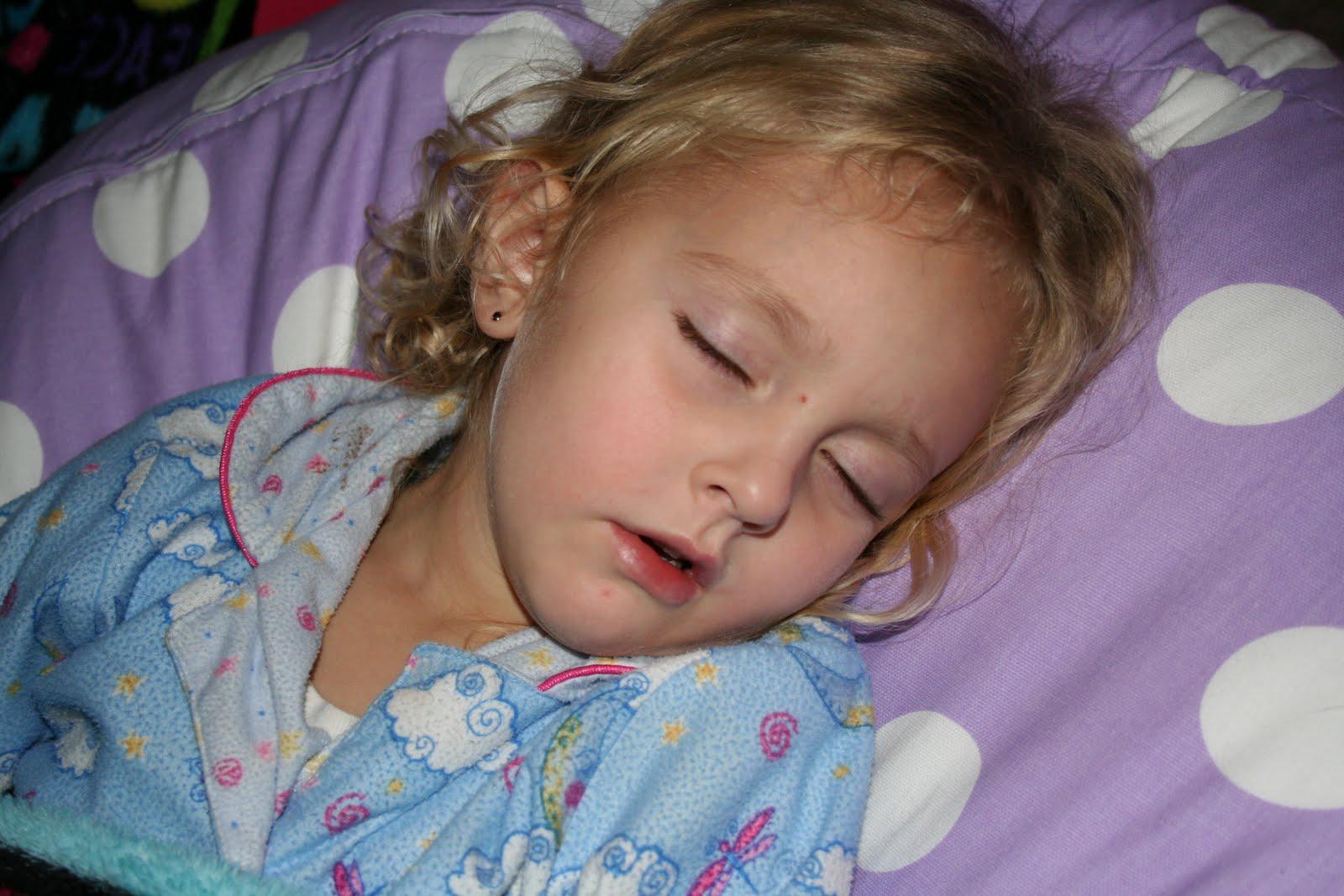 The Mooney Family Sleeping Girls-3475