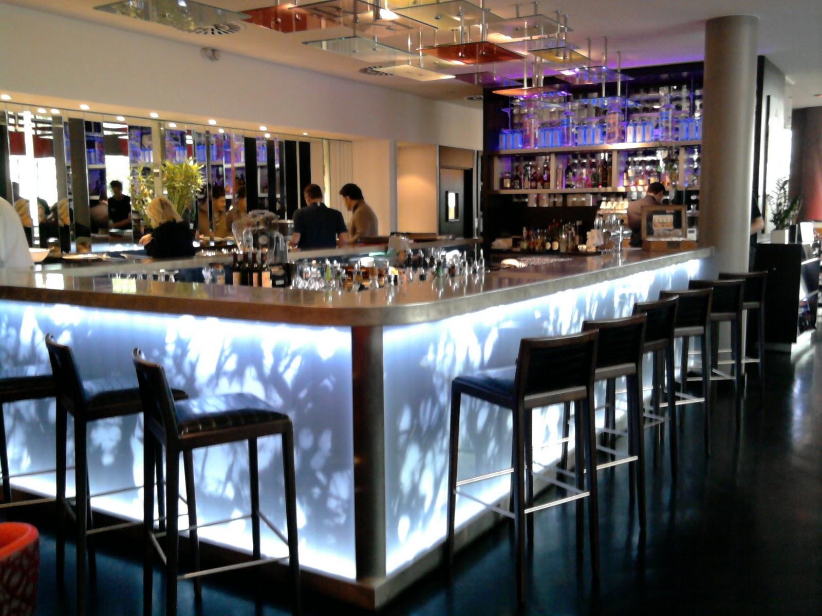 Couleur Restaurant Tendance | Le Bleu Roi De Nos Intérieurs Elle ...