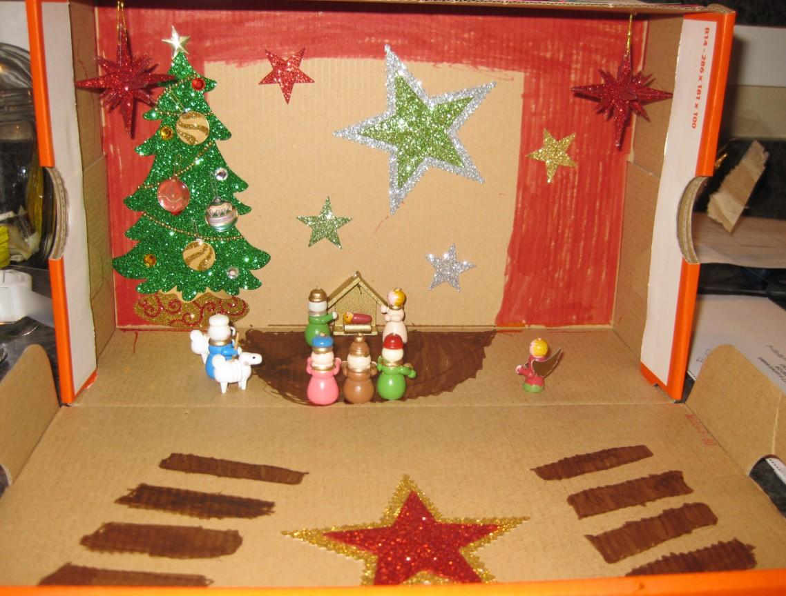 Christmas Shoebox Diorama.If You Think My Hands Are Full Diorama Drama