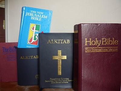 http://4.bp.blogspot.com/_7K98a5bsfZk/S4e9wv7Y2gI/AAAAAAAAA40/ghDS6Bx0dk8/s400/INJIL-BIBLE+TELAH+DISELEWENGKAN.JPG