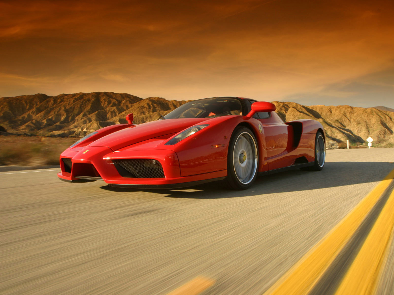 http://4.bp.blogspot.com/_7XKM5uAPfD8/THgaY5uczcI/AAAAAAAAAGc/I6Nd7dBiWmA/s1600/west-coast-customs_ferrari-enzo_r2.jpg