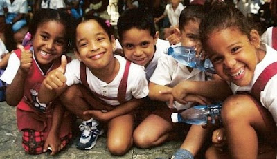 https://i1.wp.com/4.bp.blogspot.com/_7hf8cJvXZe0/StaT_lBJnkI/AAAAAAAAArY/4TKfYHPVYbQ/s400/escolares_cubanos-141009.jpg
