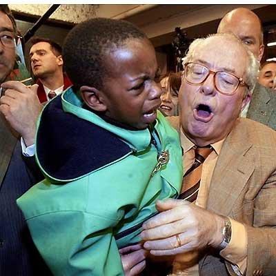 lepen+et+enfant+qui+pleure.jpg