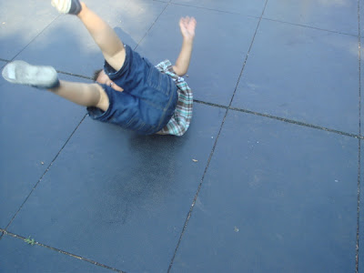 BREAKDANCING IN THE PARK