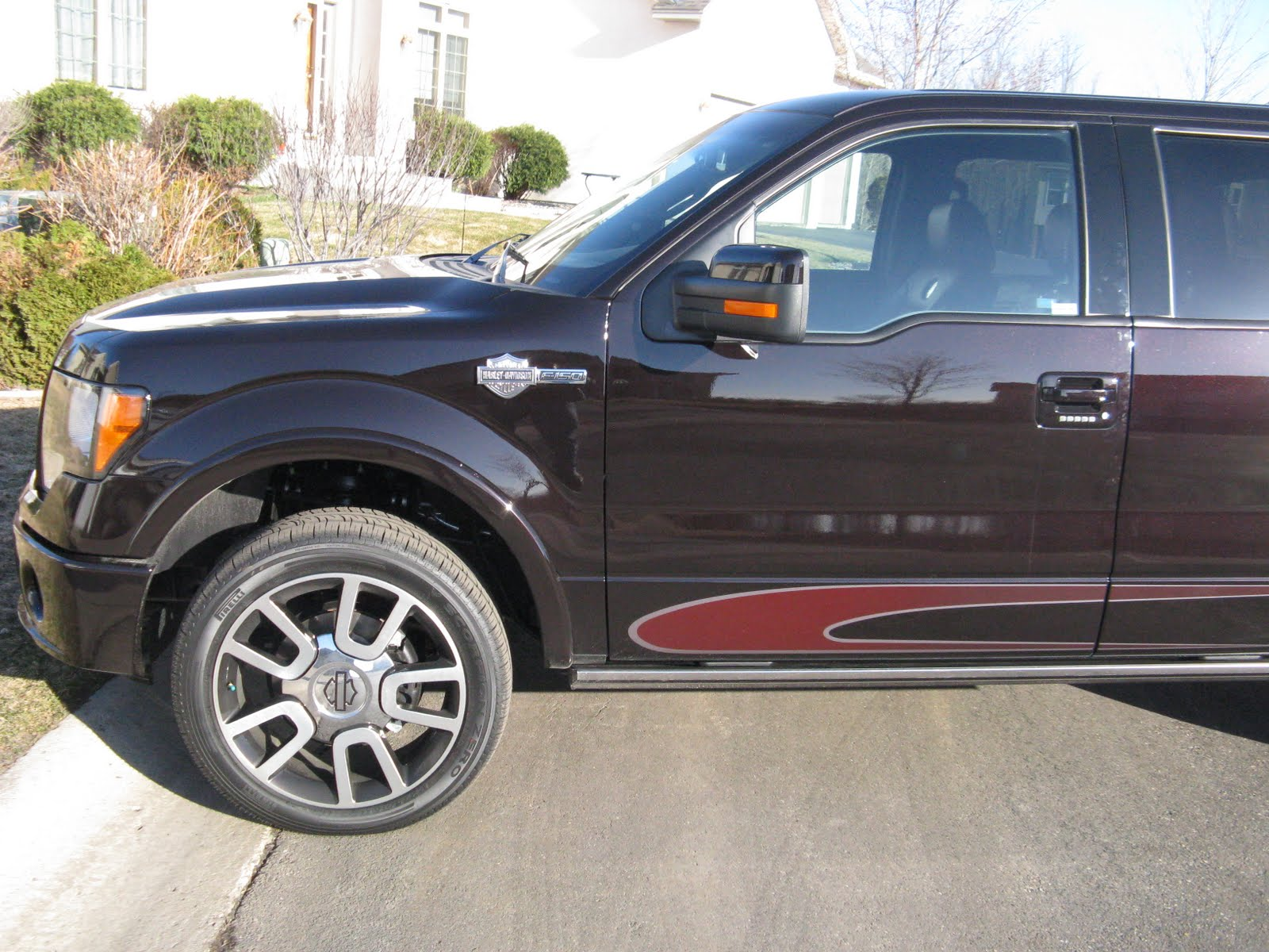 This Is The 2010 Ford F150 Harley Davidson Pick Up What A Beautiful Truck Color Lava Red Comes With Just About Everything In Tricked Out