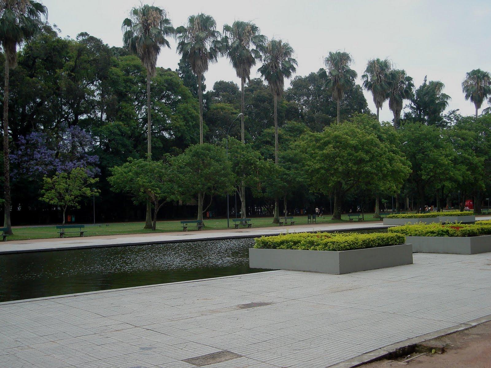 Crianças Se Divertindo No Parque: Máquina De Letras: Muitos Parques Em Porto Alegre