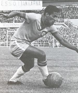 Los Goleadores de los mundiales de Futbol Fifa Vida y obra-http://4.bp.blogspot.com/_88GuQcLXMOc/TPUcQUtPLdI/AAAAAAAAA-g/2RLOvosQeDQ/s1600/Garrincha.jpg