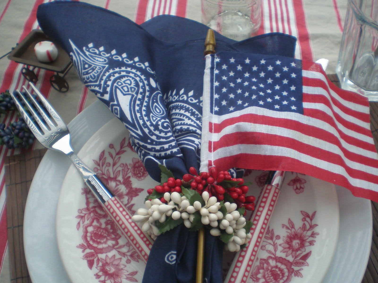 4th Of July Table Decor Ideas- Rusty Accessories