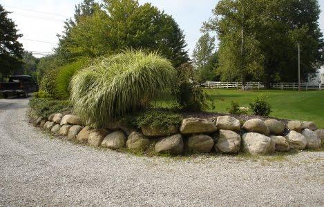 zid de sprijin, piatra naturala, bolovani, stabilizare pamant, curte in panta