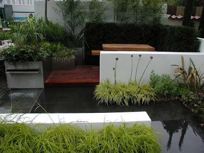 fantana, gradina moderna, decor gradina, idei amenajare curte modern, ceapa decorativa, peisagistica
