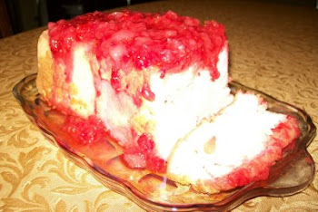 Strawberry topped Angel Food Cake (3 ingredients)