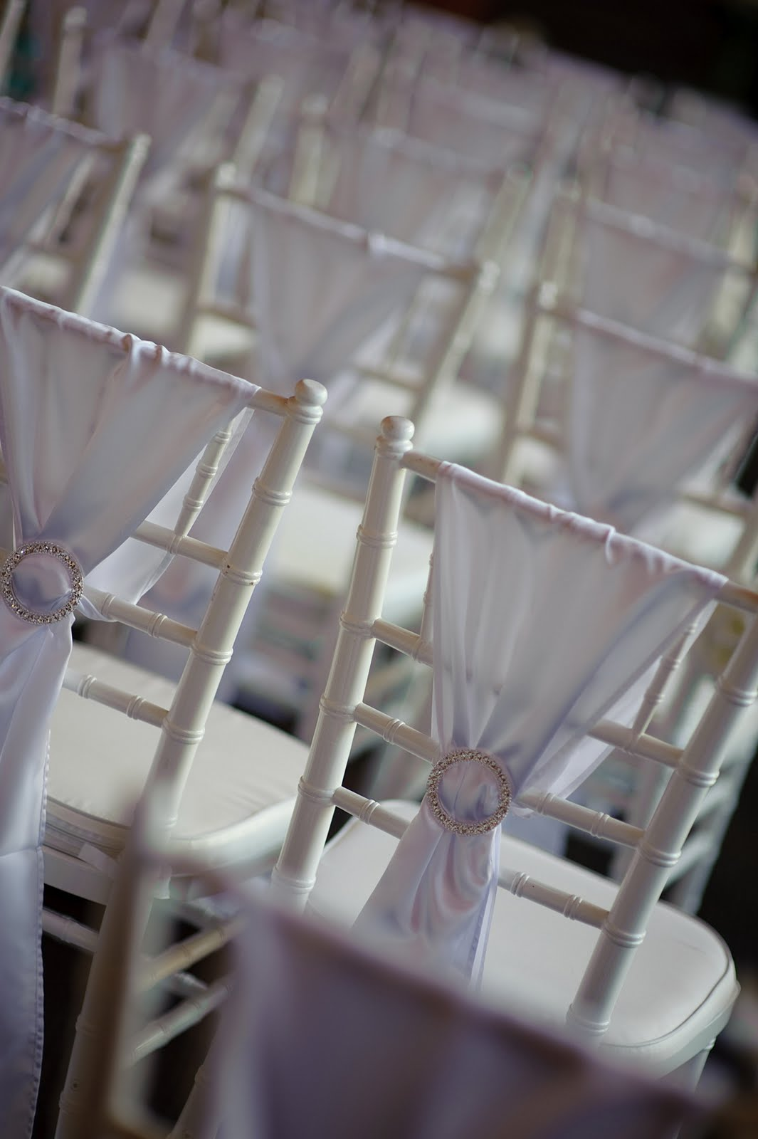 how to tie a slip knot chair sash black resin chairs the weddings and events white chiaravi