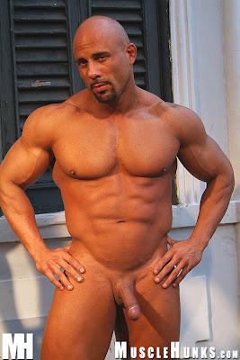 Hombres desnudos musculosos