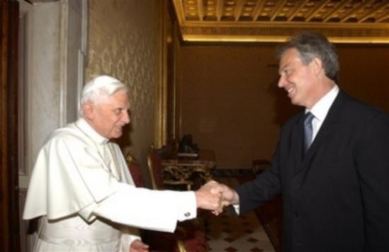 http://4.bp.blogspot.com/_8g22ch-M3qk/TCtIT__bx4I/AAAAAAAAAM8/BaDkX_WHgYA/s1600/pope_blair_mason_handshake.png