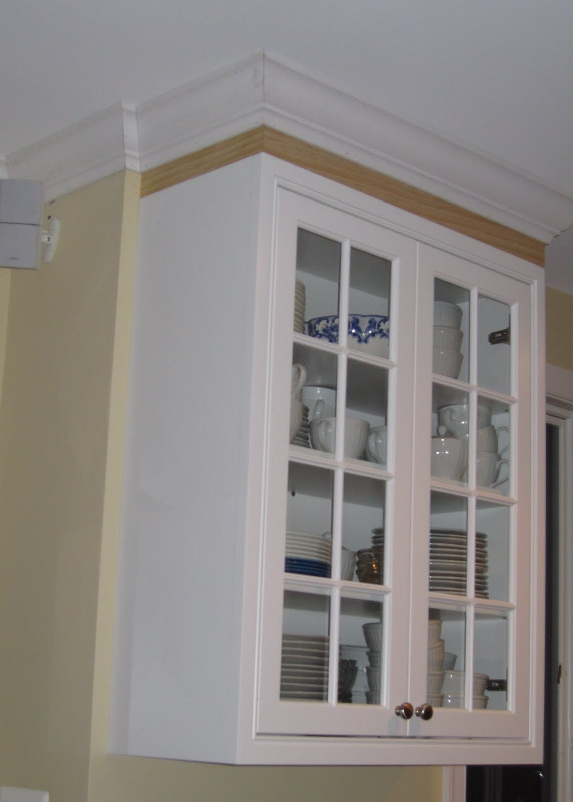 Remodelaholic Adding Crown Molding In Our Kitchen And Family Room