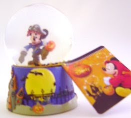 Disney Snowglobes Collectors Guide: Mickey as a Pirate Halloween