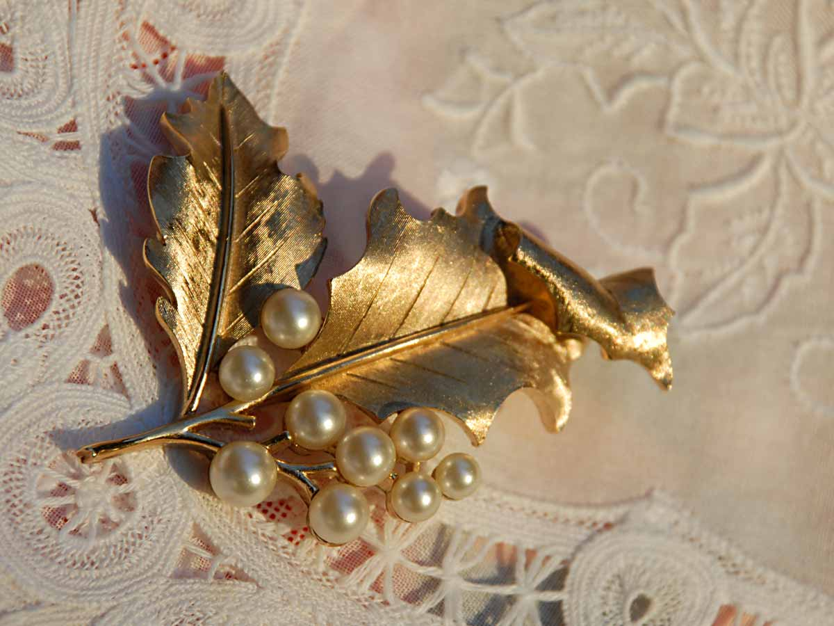 designer signed Trifari gold holly pin with pearls