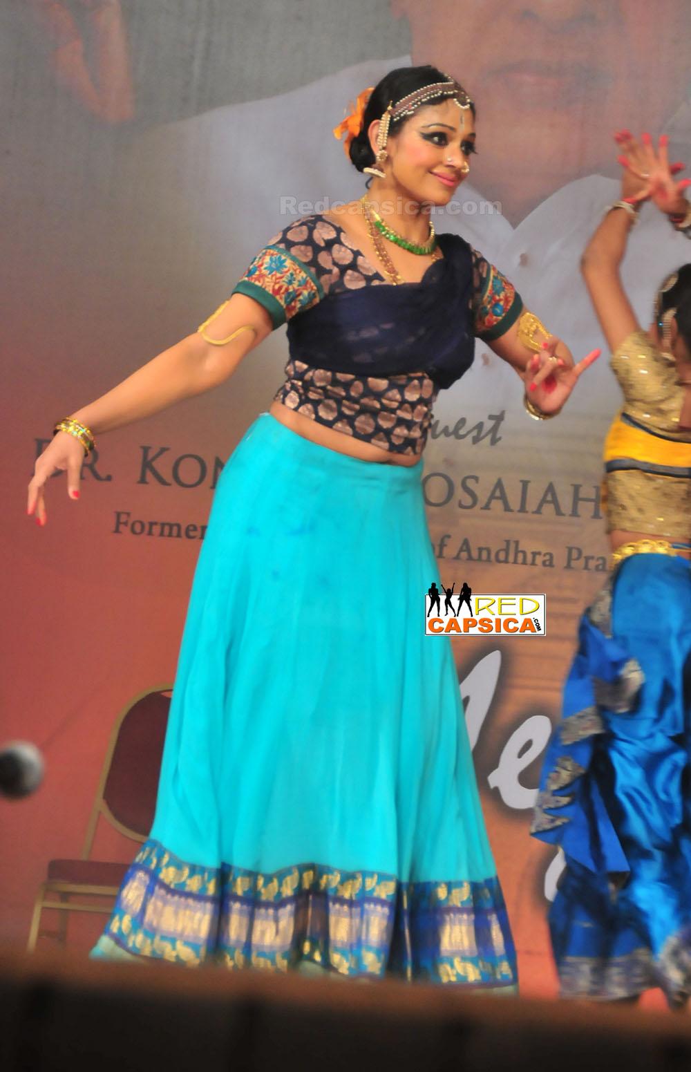 Indian Hot Actress: Shobana Latest Navel Show From A Dance