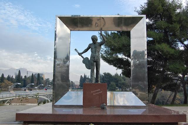 Подгорица. Памятник Высоцкому.
