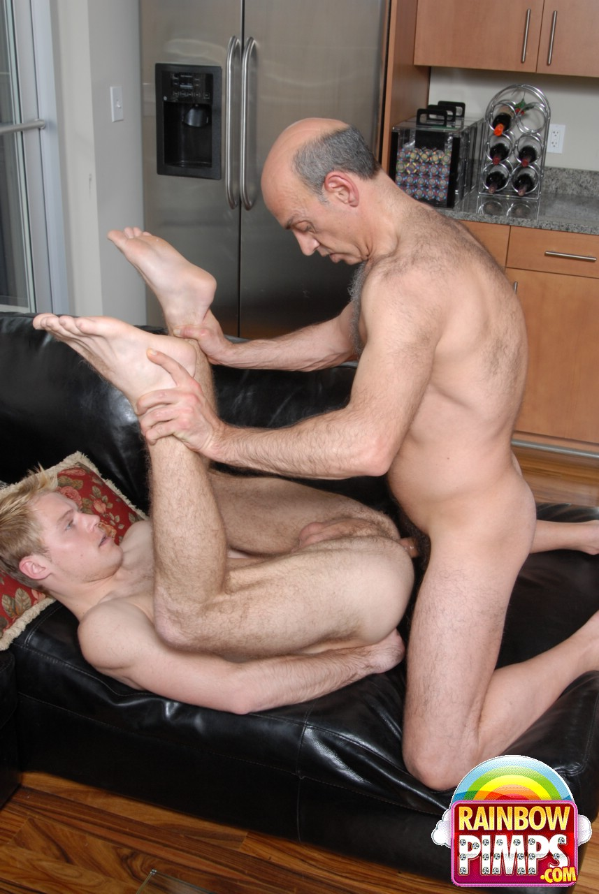 gay boys sucking licking rimming giving head to well hung cute bad straight boys free gay porn