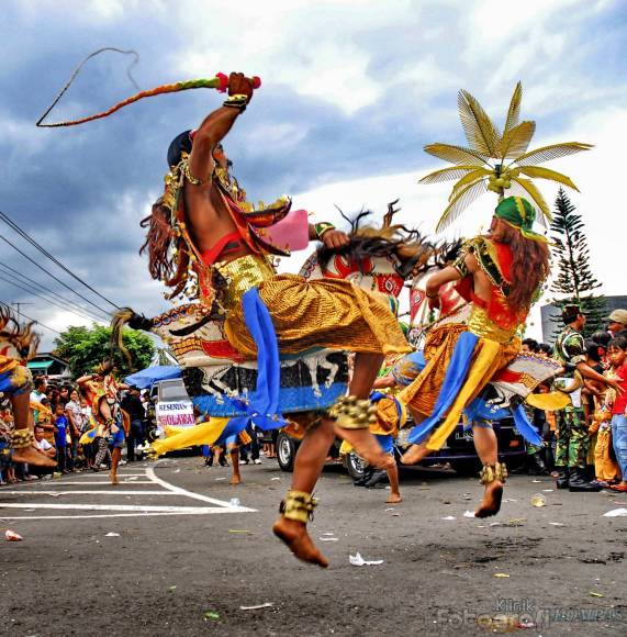 INDONESIAN CULTURES, FOOD AND TOURISM: Tari Kuda Lumping