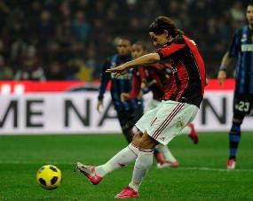 Pertarungan Derby della Madonina antara Inter Milan kontra  Terkini AC Milan Tundukkan Inter berkat Penalti Ibra
